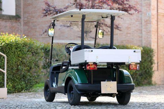 L'auto elettrica cargo per i commercianti del centro storico di Peccioli