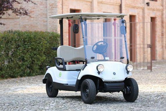 L'auto elettrica biposto per i commercianti del centro storico di Peccioli